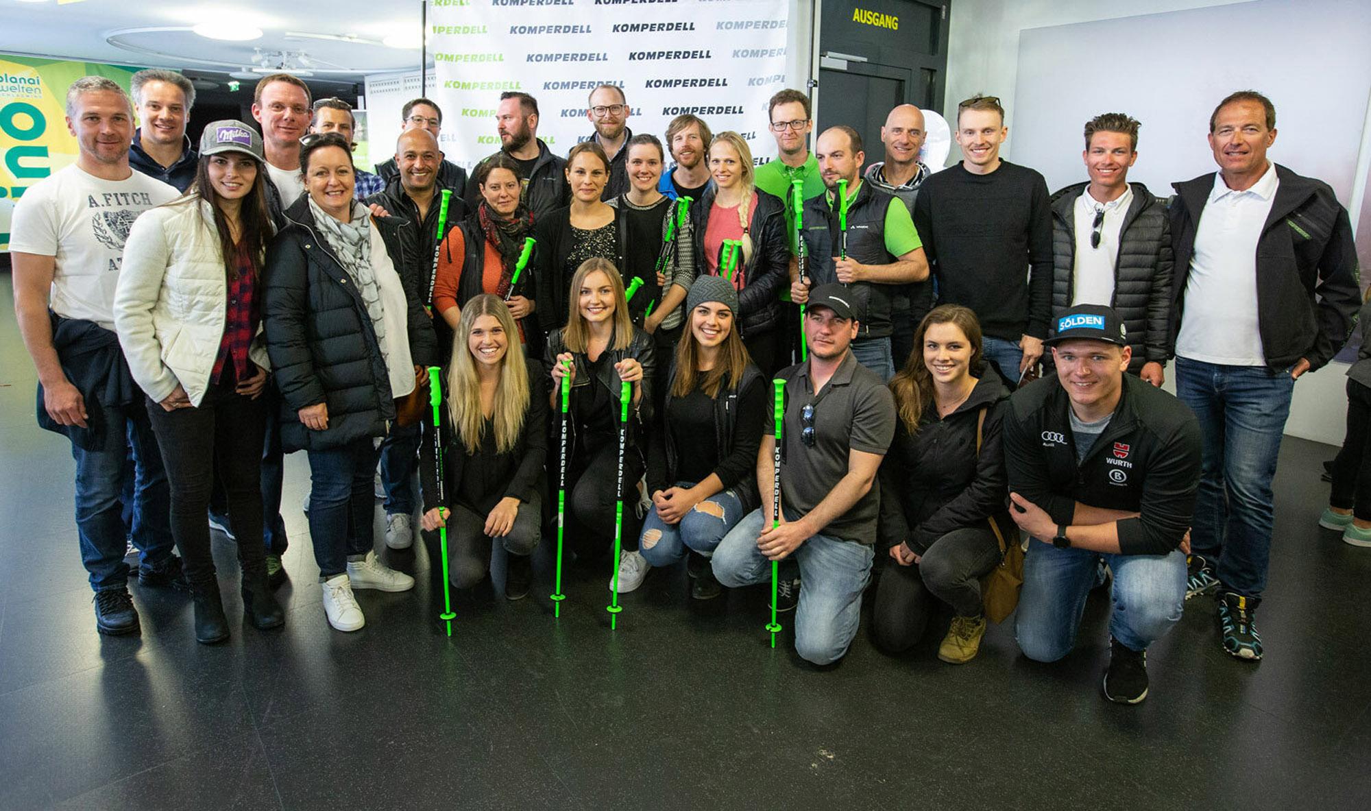 Rennlauf-Athleten Gruppenfoto mit Mitarbeiter